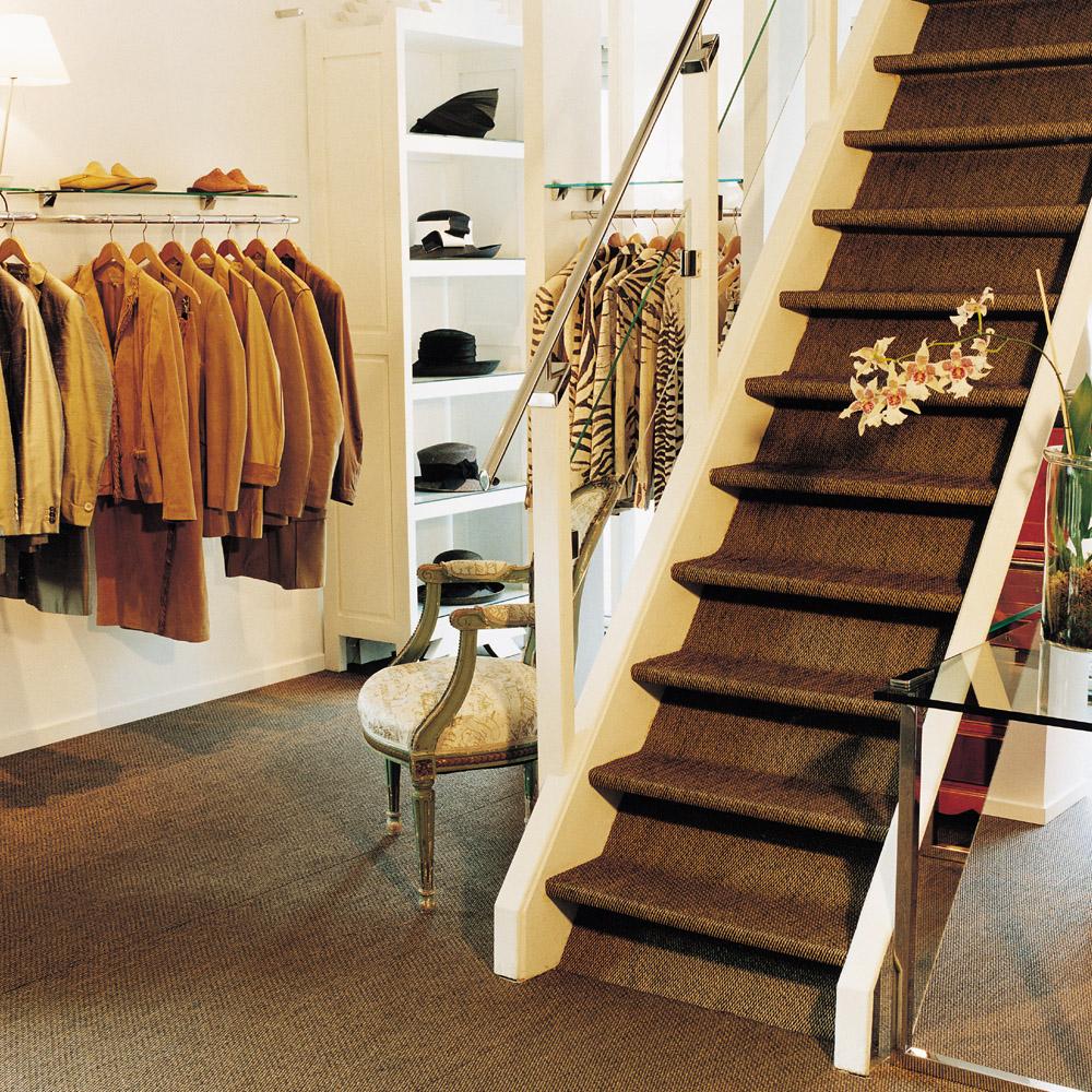 Naturelook vinyl vloer toegepast in winkelpand